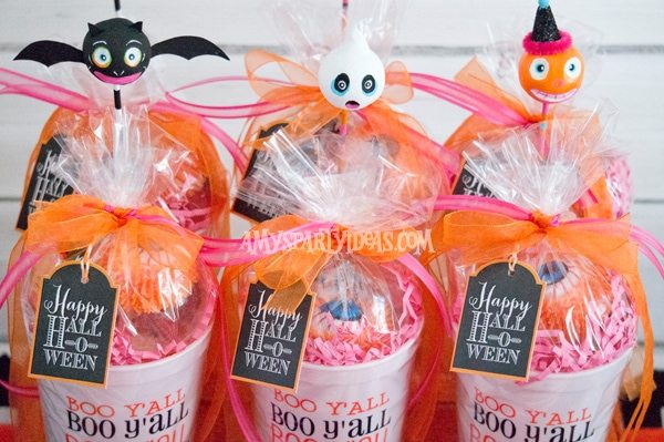 Candy corn halloween amy 39 s party ideas for Halloween party favor ideas