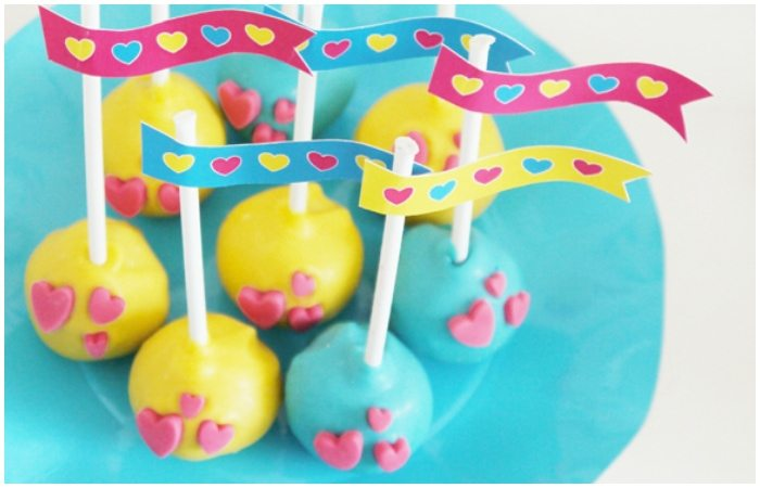 #Valentines Cake Pops DIY Tutorial from Bird's Party