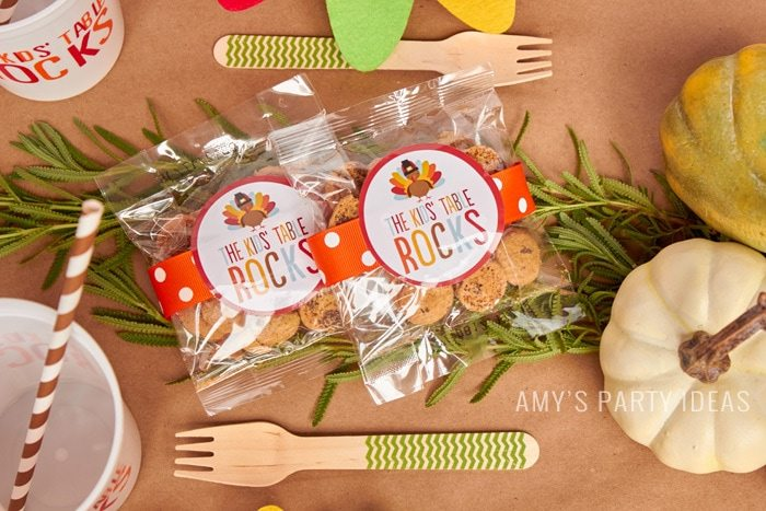Cookie Favors | Kids Table Rocks | Thanksgiving Party Ideas for The Kids' Table as seen on AmysPartyIdeas.com | Swoozies Thanksgiving