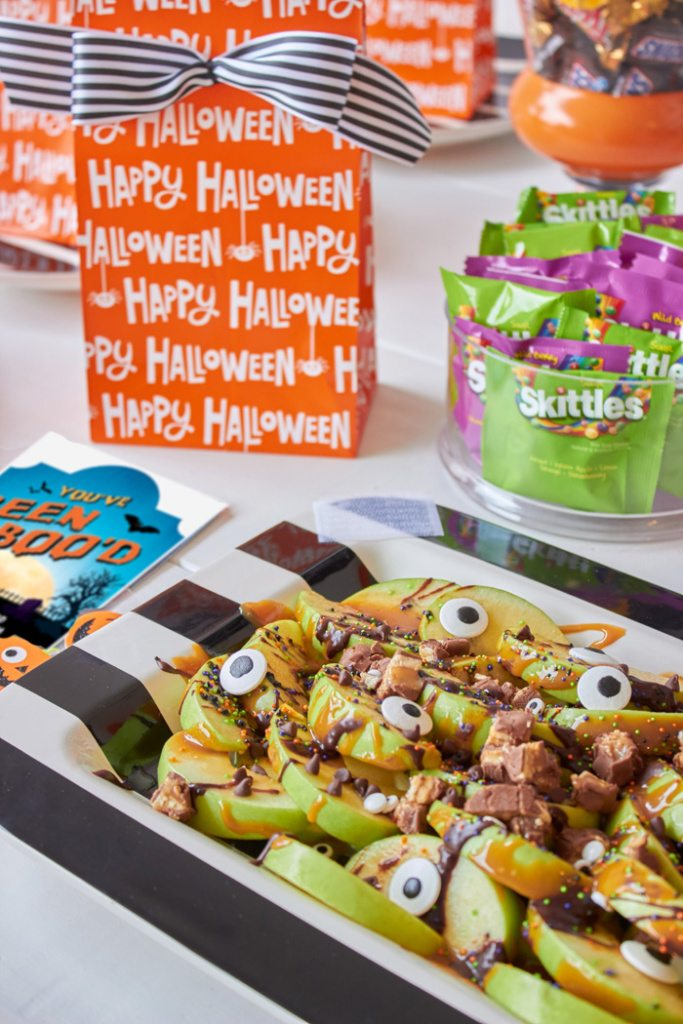 Spooky Apple Nachos | Host a BOO party! FREE PRINTABLES #BooItForward from AmysPartyIdeas.com | #ad #halloween